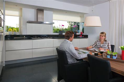 keuken greeploos hoogglans wit maatwerk greeploze keuken hoogglans wit zwaagwesteinde