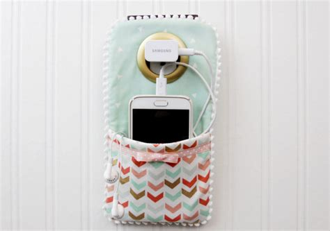 diy phone charger easy diy phone charger holder flamingo toes