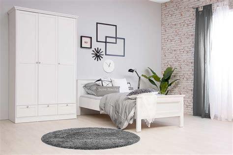 Bett Komforthöhe 120x200 by Bett In Wei 223 Fu 223 Und Kopfteil In Rahmenoptik Umlaufende