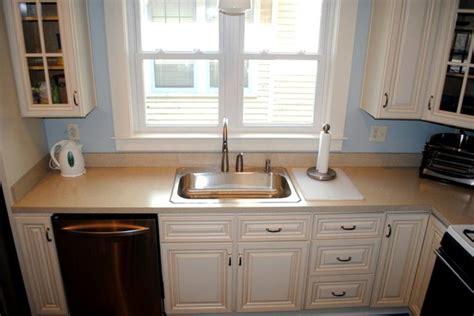 cream kitchen cabinets with chocolate glaze cream maple cabinets in light brown glaze laminate tops