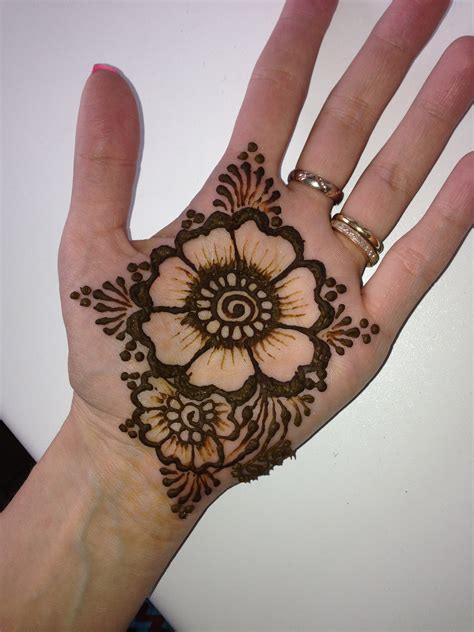 how are tattoos done jonat henna exles