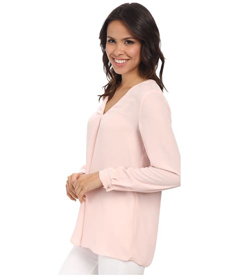 17 Blouse Pink Blouse Wanita Pink Putih vince camuto sleeve v neck blouse w inverted front pleat in pink lyst