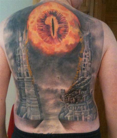 lotr tattoo yeah he did eye of sauron back geekologie