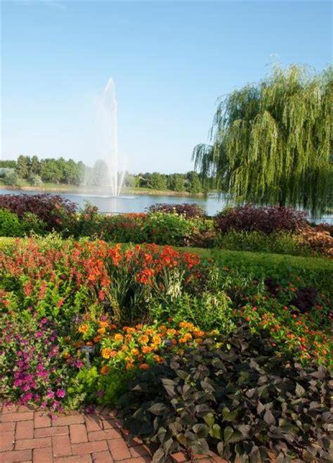 Chicago Arboretum Botanical Gardens Top Midwest Arboretums And Botanical Gardens Midwest Living