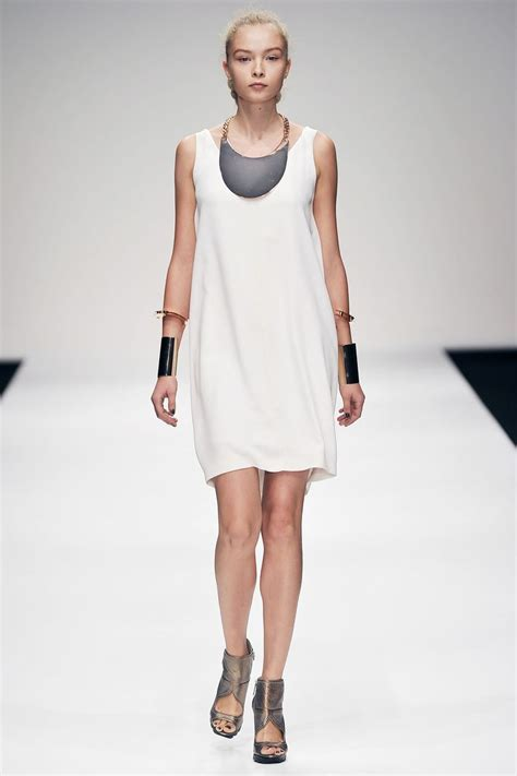 Simple Tunik 3 amanda wakeley 2011 simple tunic dress inspired from minoan era and the armlets on