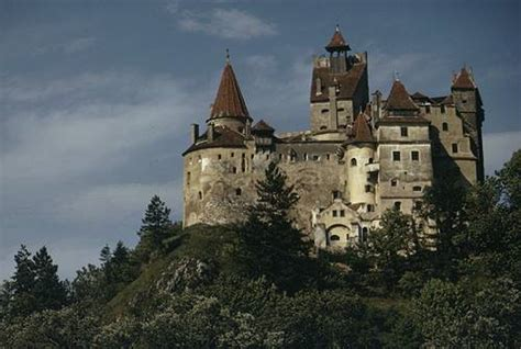 vlad the impalers castle of the early middle ages in eastern europe