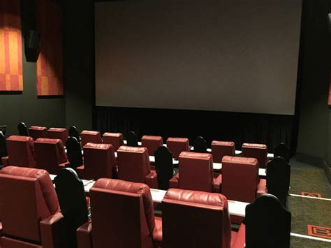 Blockers Cinema Guide To Dine In Theaters In Chicago