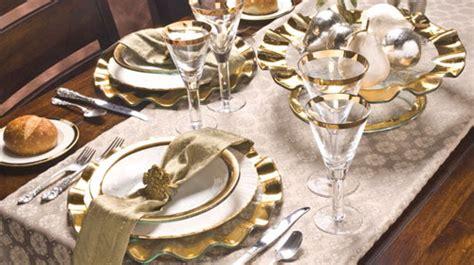 tavole apparecchiate eleganti apparecchiare la tavola natalizia 2014 con runner elegante
