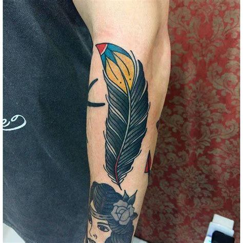tattoo feather old school 70 tatuagens de pena criativas e inspiradoras