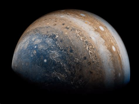 what color is jupiter nasa juno probe releases new photos of jupiter s great