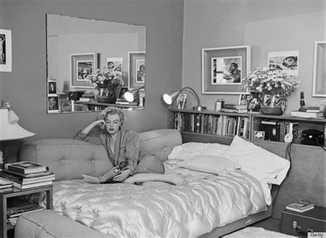 marilyn monroe bedroom theme marilyn monroe s bedroom inspires us to get cozy photos
