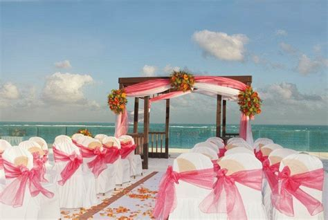 WEDDING & HONEYMOON:Best Caribbean Destination Wedding