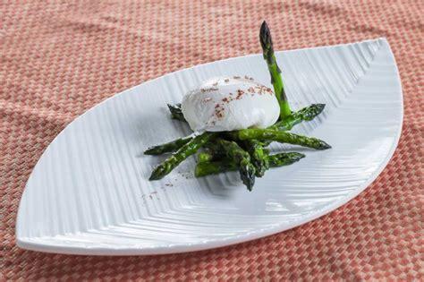 come cucinare gli asparagi come contorno ricetta asparagi in camicia contorno donne magazine