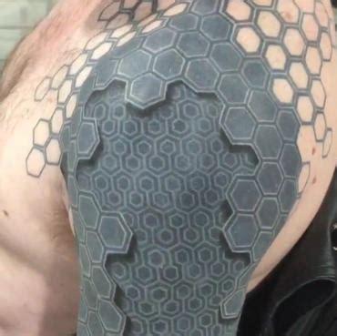 3d tattoo honeycomb mind blowing tattoo makes man look like machine cnet