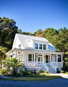 South Carolina Home Plans by High Living In A Low Country Cottage Charleston South