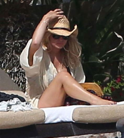 family nip slips jessica simpson brings the heat on family vacation see