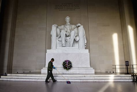 lincoln memorial philanthropist gives 18m to refurbish lincoln memorial