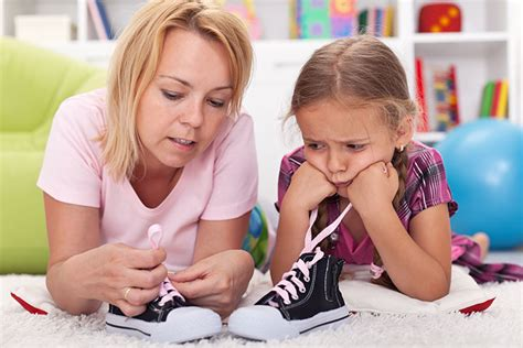 kid tying shoes how to teach your child to tie shoelaces