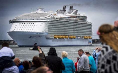 el crucero de los 8484317536 el crucero m 225 s grande del mundo llega a barcelona