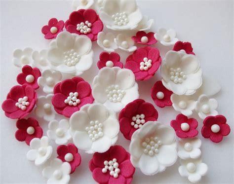 RUBY WEDDING PETALS cupcake sugarpaste edible blossom