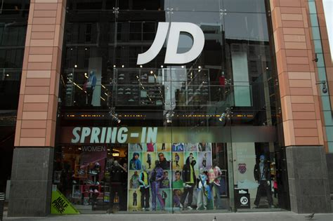 store  jd sports stays  track london evening