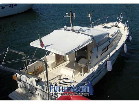 pilotina cabinata usata barca pilotina usata la cura dello yacht