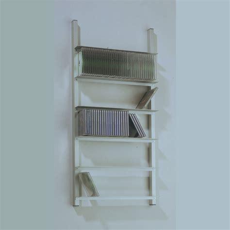 bücher im regal dvd cd regal leiter aluminium kreatives haus design