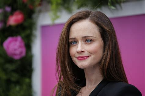 girls house alexis bledel says she had an attitude during her original gilmore girls audition