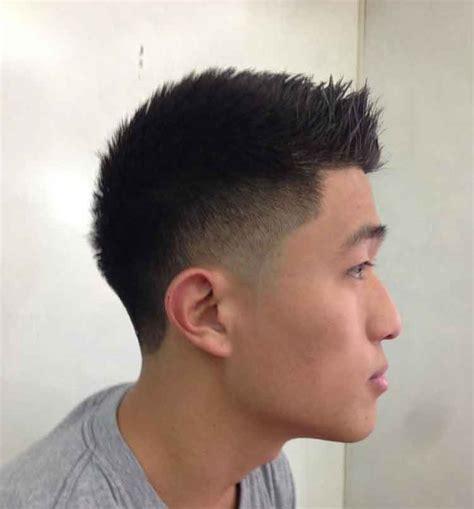 model rambut pendek pria keren terbaru terganteng