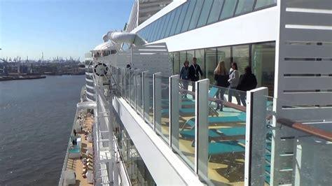 Skywalk Aidaprima by Aidaprima Erste Ausfahrt Hamburg Hafen Aidaprima Skywalk