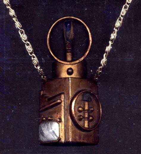 klingon jinaq betrothal necklace by empress xzarrethtkon
