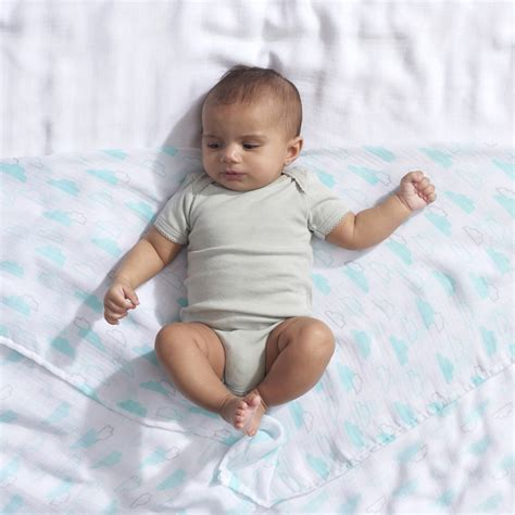 Can I Swaddle My Baby In The Crib Swaddle Baby In Crib 28 Images Can You Swaddle A Baby In A Crib 28 Images Can I Swaddle My