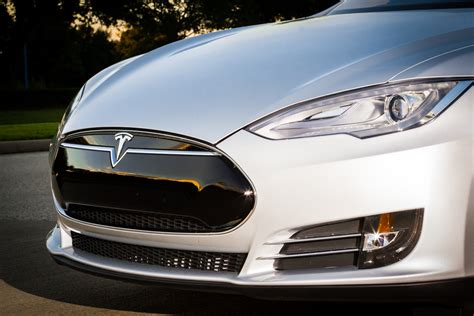 Tesla Model S Grill Review Tesla Motors All Electric Model S Is Fast But Is