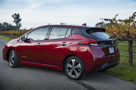 nissan electric 2019 2019 nissan leaf e plus will 200 hp 200 mile range