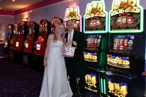 How To Win Money For Your Wedding - caring aigburth couple win dream wedding after raising 163 19 000 for charity cash for