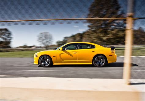 dodge charger bumble bee dodge charger srt8 bee asks bumble bee who image 76359