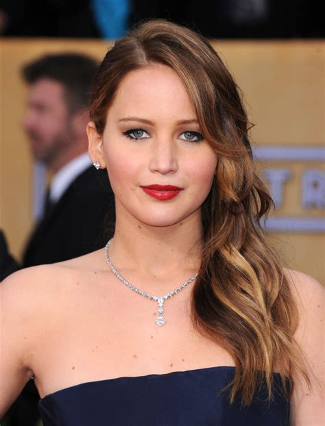 jennifer lawrence with curling iron lionesse flat iron jennifer lawrence s hair color history