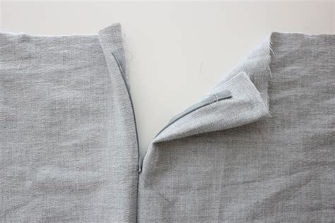 How To Install A Zipper In A Pillow by Zippered Pillow Tutorial Two Ways