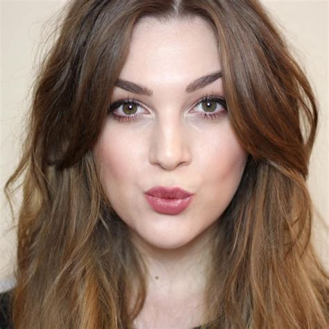 medium hair split down middle hair 25 beste ideen over bruiloft haar krullen op pinterest