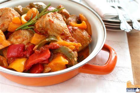 come cucinare il pollo con i peperoni ricette romane il pollo con i peperoni mipiaceroma it