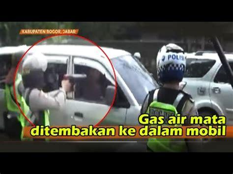 Gas Air Mata 90ml ngerii bentrokan suporter the jak vs bobotoh polisi tembakan gas air mata kedalam mobil