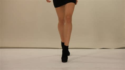 how to walk how to walk on a runway modeling