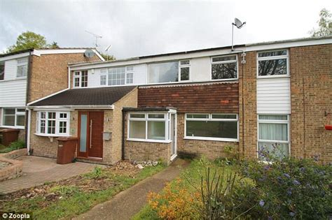 3 bedroom house to buy in london affordable 3 bedroom houses with 40 minute commute to