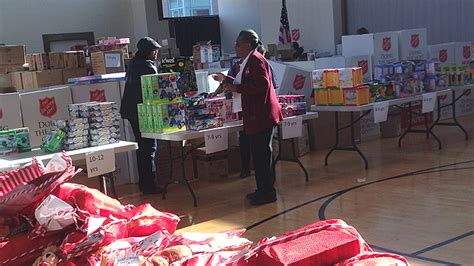 Salvation Army Toy Giveaway - salvation army toy giveaway in west phila makes children s christmases brighter