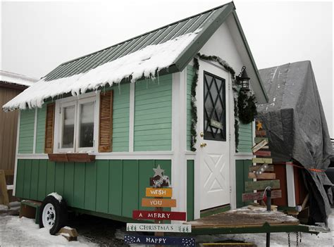 tiny house wisconsin nonprofit builds tiny houses for homeless the daily reporter wi construction