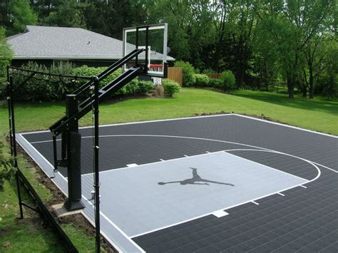Home Basketball Court Design 25 Best Ideas About Backyard Basketball Court On