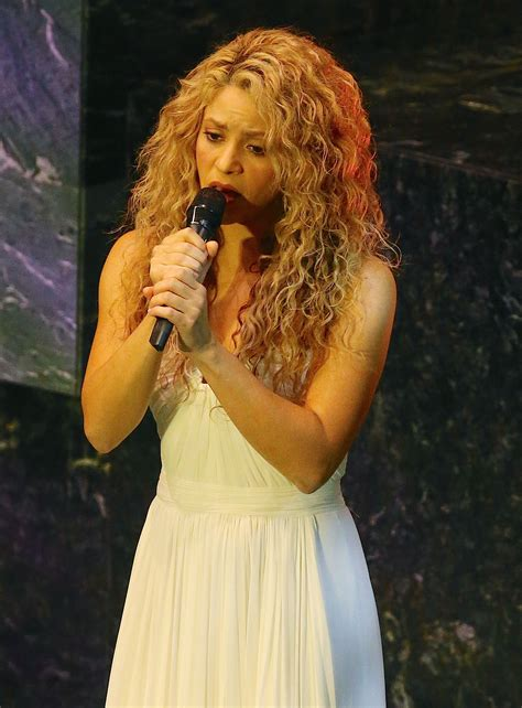 Shakira To Wed In September by Shakira Sings At The United Nations During Pope Francis