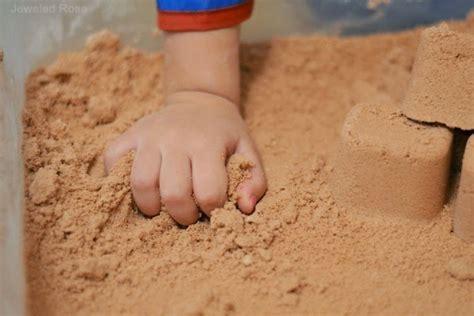 imagenes niños jugando con arena manualidades para ni 241 os 161 castillos de arena en casa