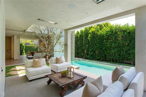 Luxurious Homes Interior vegetation offering privacy in contemporary modern