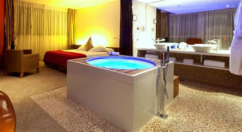 hoteles baratos con jacuzzi en la habitacion barcelona hoteles en barcelona con jacuzzi en la habitaci 243 n a los